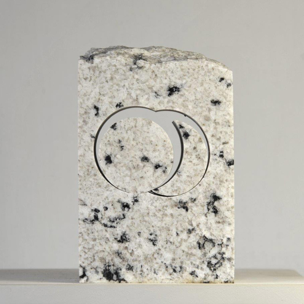 """""""Stein für die Begegnung"""", 2019, weißer Granit aus den USA, 20 x 14 x 8 cm"""
