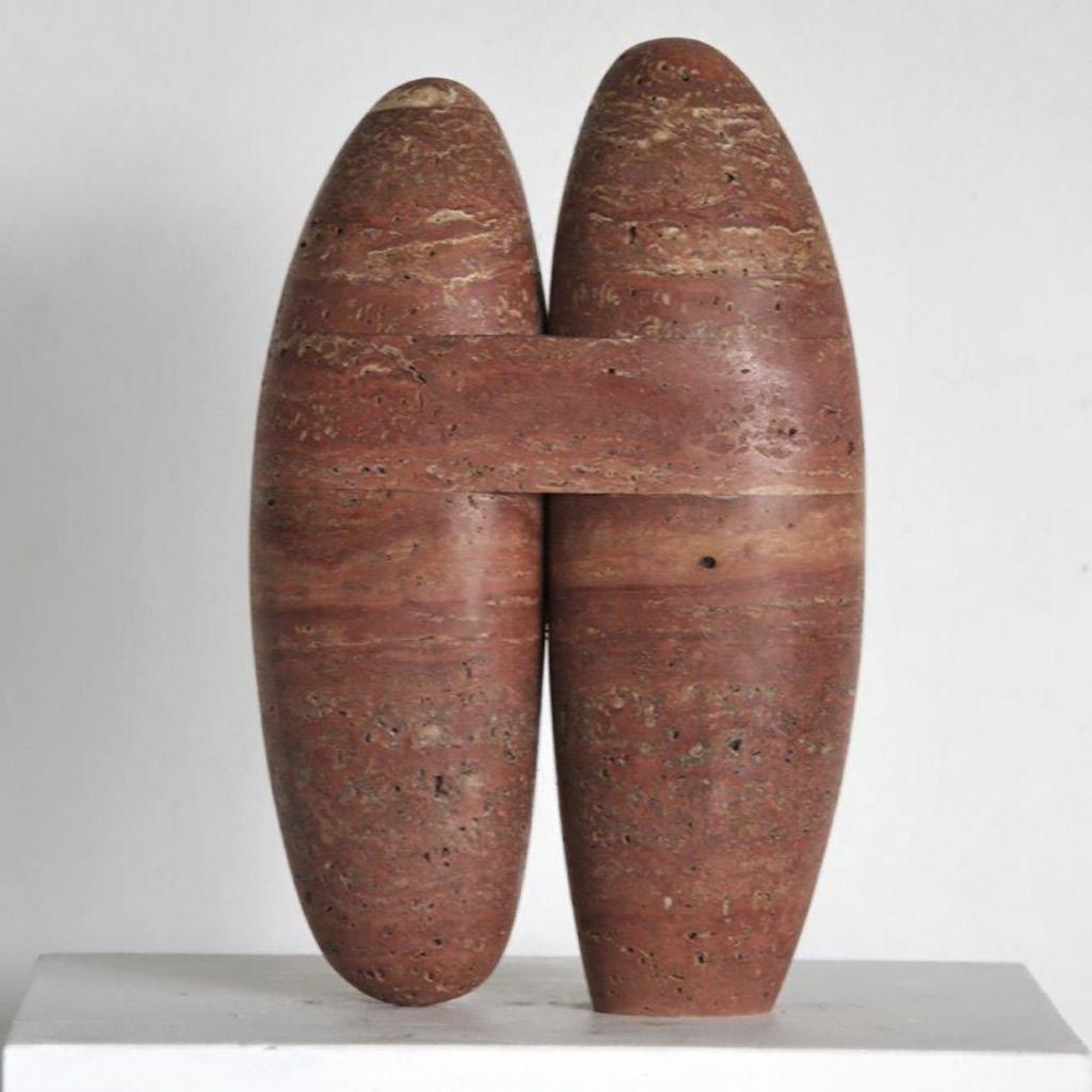"""""""Stein für die Begegnung"""", 2019, rotbrauner Travertin aus dem Iran, 31,5 x 20 x 9 cm"""