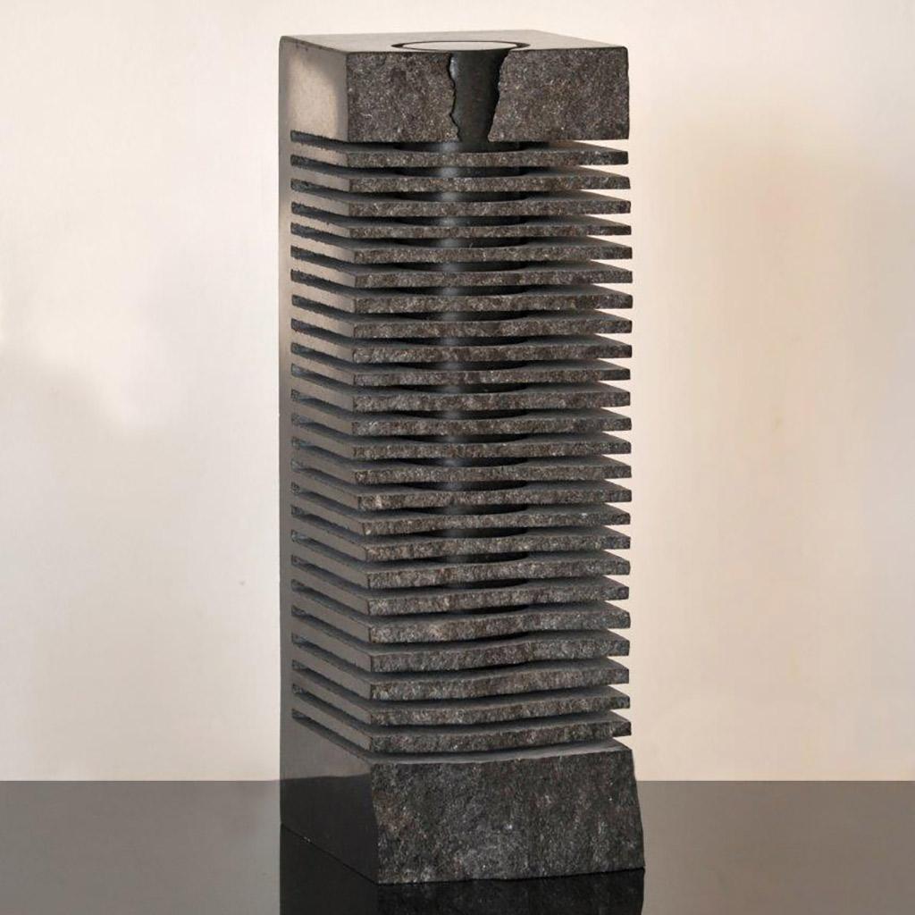 """""""Stein für die Stille"""", 2013, schwarzer schwedischer Granit, 41 x 14 x 16 cm"""